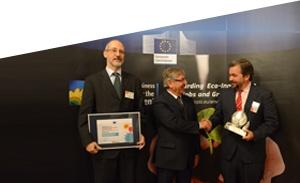 El director general de Transporte de REE, Carlos Collantes, ha recogido el galardón de manos del comisario de Medio Ambiente, Asuntos Marítimos y Pesca de la Unión Europea, Karmenu Vella.