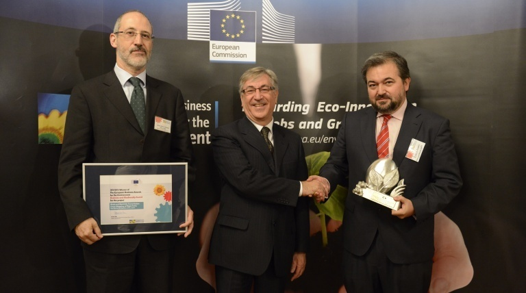 From left to right, The General Manager of Transmission Division of Red Eléctrica, Carlos Collantes; the EU Environment, Maritime Affairs and Fisheries Commissioner, Karmenu Vella, and the Head of the Red Eléctrica's Environmental Department.