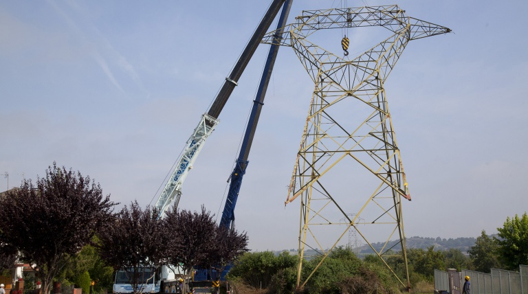 Lifting of the tower 163 of the old section of the Vic-Pierola line