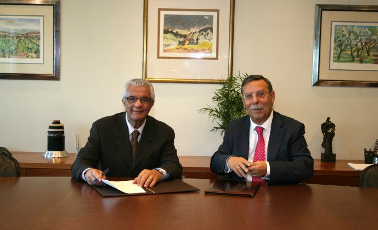 The General Director of ONS, Hermes J. Chipp, and the Chairman of Red Eléctrica de España, José Folgado, during the signing of the agreement