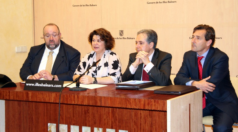 In the middle of the photo, te regional secretary for Employment and Business Promotion of the Balearic Government, Lourdes Cardona, and the Deputy General Manager of Operation for Red Eléctrica de España, Miguel Duvison, during the Presentation of the electricity facilities programme of Balearic Islands