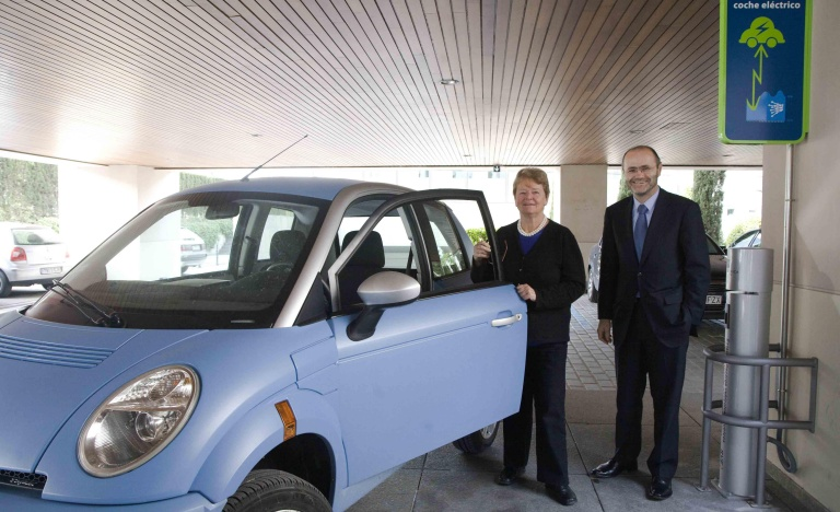 Gro Harlem Brundtland and Luis Atienza during the visit to Red Eléctrica