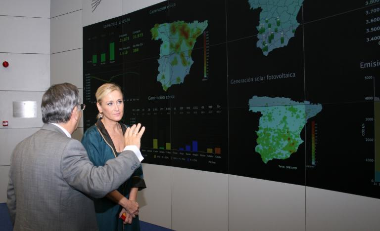 The Chairman of Red Eléctrica, José Folgado, and the delegate of the Government in Madrid, Cristina Cifuentes, during the visit to the Control Centre of Renewable Energies (CEBRE)