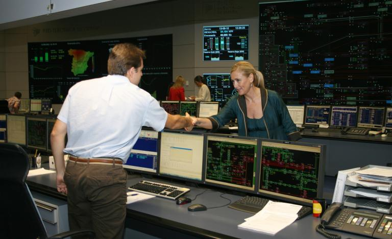 The delegate of the Government in Madrid, Cristina Cifuentes, during the visit to the National Electricity Control Centre (Cecoel) at the head offices of Red Eléctrica de España