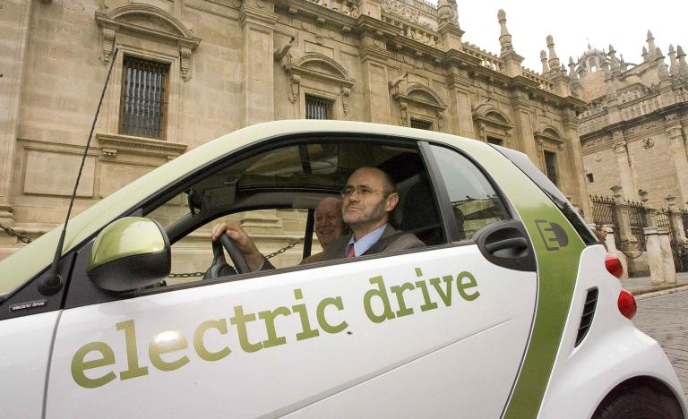 Luis Atienza, chairman of Red Eléctrica, together with the president of RACE, Ramón García-Moliner, drives an electric car in the official presentation of Provele