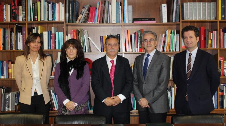 José Folgado y Ana Cuevas con los representantes de la Universidad Autónoma de Madrid tras la firma del convenio.