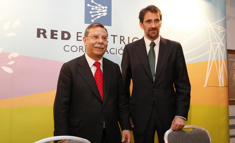 The Chairman of Red Eléctrica, José Folgado, and the Corporate Director of Econmics and Finance, Juan Lasala, at the Annual General Shareholders' Meeting press conference