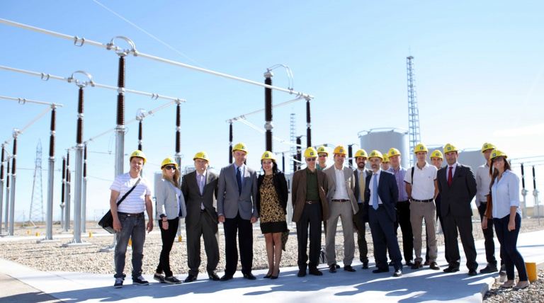 A moment during the visit to the Magallón substation, chosen for the Twenties project for the installation of new technologies that improve the integration of wind power