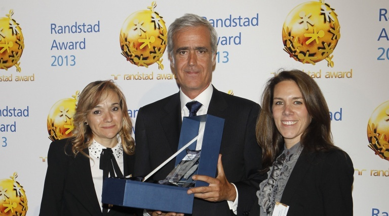 Juan Majada, Director of Human Resources of Red Eléctrica, with the Randstand Award 2013