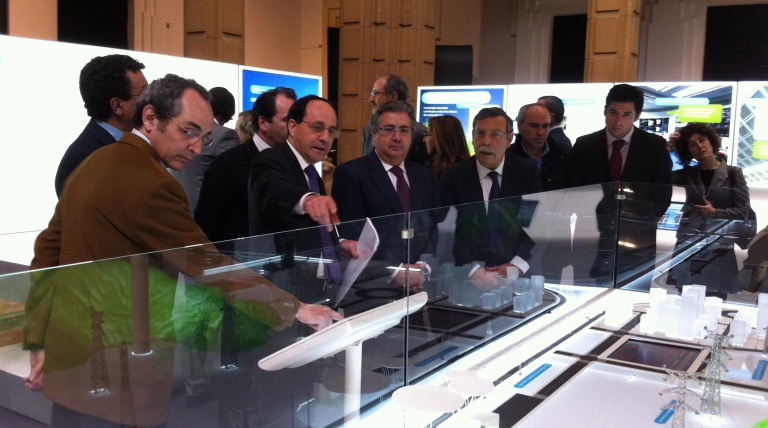 From left to right, The Delegate for Red Eléctrica in andalusia, Miguel González; the Mayor of Seville, Juan Ignacio Zoido, and the Chairman of Red Eléctrica, José Folgado, during the inauguration of the exhibition 'A highway behind the wall socket'