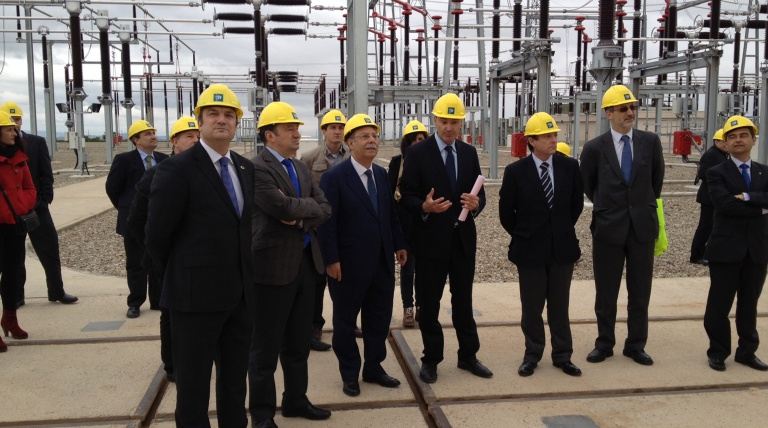 Dignataries of La Rioja and representatives of Red Eléctrica during the inauguration of the line