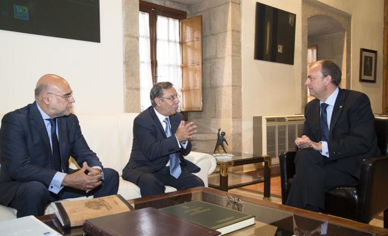 José Folgado and José Antonio Monago, talking together with the local Environment and Energy Minister, José Antonio Echávarri