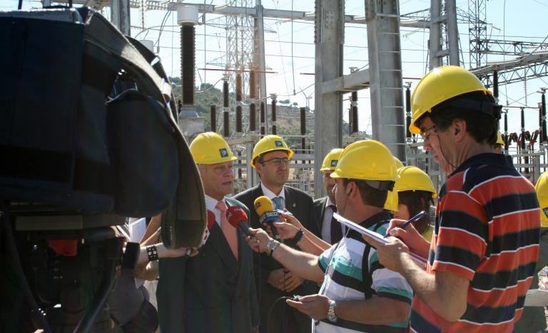 El director de Construcción de Red Eléctrica, Alberto Granda, y el alcalde de Palencia, Alfonso Polanco, atienden a los medios en la nueva subestación eléctrica de Palencia