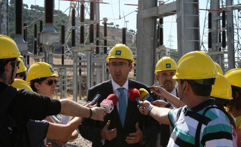Alfonso Polanco, alcalde de Palencia, atiende a los medios durante la visita a la subestación eléctrica