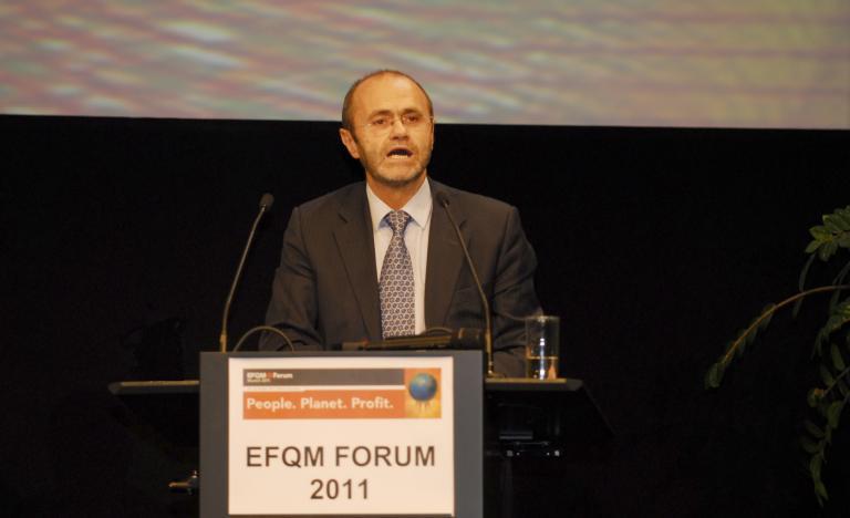 El presidente de Red Eléctrica, Luis Atienza, durante la entrega de los premios EF QM