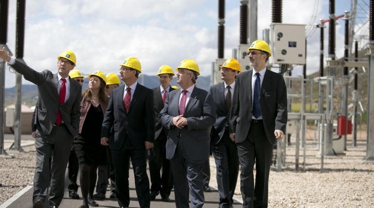 The delegate of the Government in Murcia, Joaquín Bascuñana; the Mayor of Jumilla, Enrique Jiménez, and the General Manager of Transmission for Red Eléctrica, Carlos Collantes look round the Peñarrubia substation during the inauguration