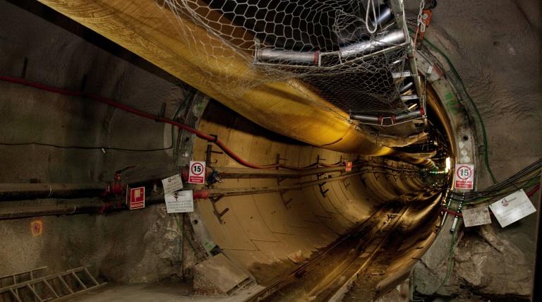 Entrada túnel de la interconexión eléctrica en La Junquera