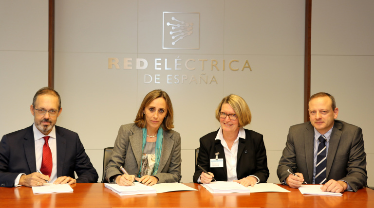 Ángel Mahou, the Red Eléctrica's Corporate Director of Transformation and Technology; Eva Pagán, Red Eléctrica's General Director of Transmission Division; Anne-Lise Aukner, the Nexans Norway's CEO, and Domenico Francesco Gerace, the Director of Marketing and Sales of Nexans Norway during the signing of the contract to to manufacture and install a power cable that will connect the islands of Majorca and Menorca.