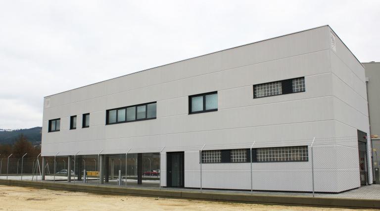 Main façade of the Ribadavia Maintenance Centre (Orense)