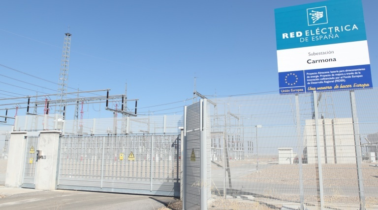The lithium-ion battery of the Almacena Project has the capacity to meet the simultaneous demand of 300 households.