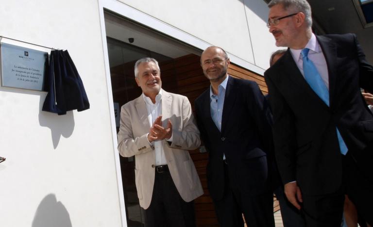 El presidente de la Junta de Andalucía, José Antonio Griñán, y el presidente de Red Eléctrica de España, Luis Atienza, durante la inauguración de la subestación de Cártama, en Málaga