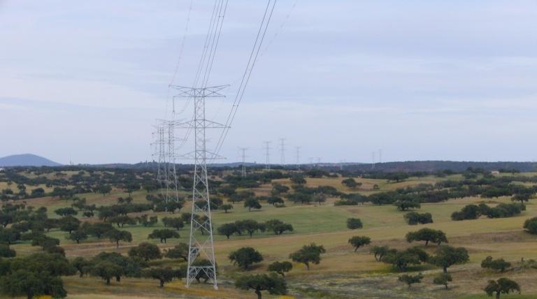 Vano de la línea de interconexión España-Portugal.