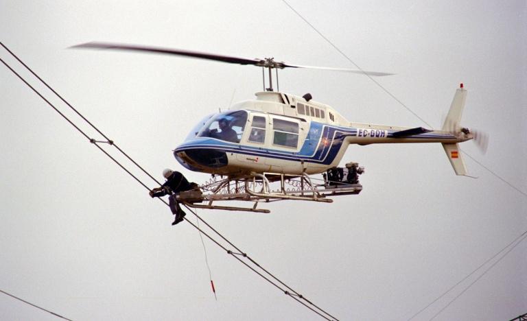 Sustitución de separadores de cables con plataforma adosada al helicóptero