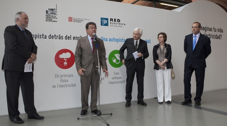 Luis Pinós, Red Eléctrica's regional delegate in Catalonia, at the speech during the opening of the exhibit.