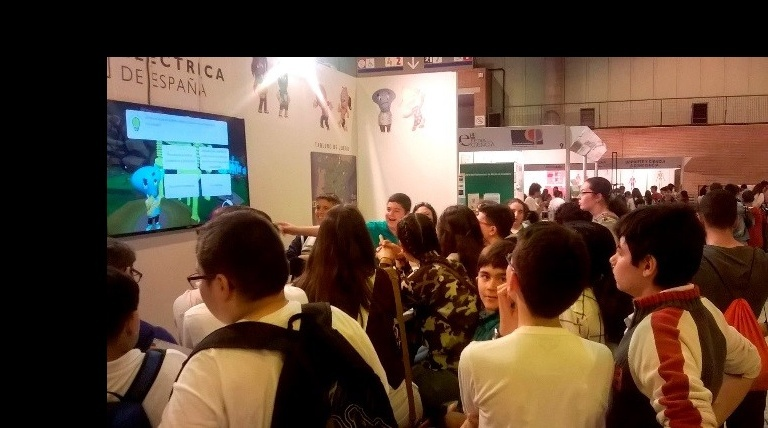 A group of schoolchildren play the entreREDes game at the 14th Science fair in Seville.