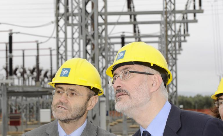 Luis Atienza, Chairman of Red Eléctrica, and Antonio Ávila, Councillor of Science, Innovation and Economy of the Andalusian Government during the visit to Guadame Substation
