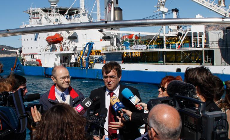 Luis Atienza, Chairman fo Red Eléctrica, and Francesc Antich, President of the Government of the Balearic Islands, attending to the press in Santa Ponsa (Majorca) during the laying of the third interconnexion cable between the Spanish peninsula and the Balearic islands