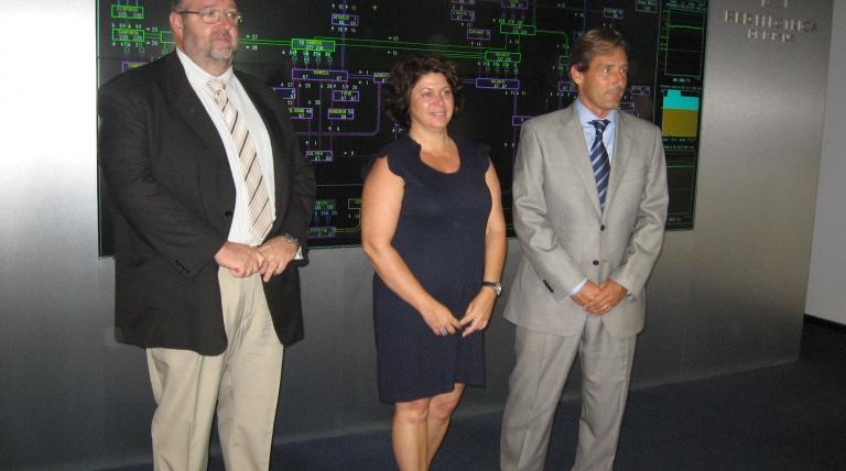 El director general de Industria y Energía de Baleares, la secretaria autonómica de Promoción Empresarial y Ocupación, y el director de REE en Baleares, durante la visita a la sede de la compañía en las islas